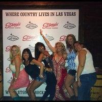 Das Foto wurde bei Stoney's Rockin' Country von Mira am 6/28/2013 aufgenommen
