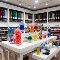 Foto diambil di Stieber's Sweet Shoppe oleh Stieber's Sweet Shoppe pada 8/20/2014