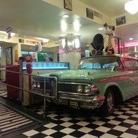 Foto diambil di Lori's Diner oleh Erik L. pada 4/1/2013