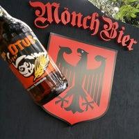 Foto tirada no(a) Mönch Bier Pub Cervejas do Mundo por Mönch B. em 12/13/2014