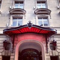 Photo prise au Hôtel Le Royal Monceau Raffles par Krıstófer-Þórır D. le5/5/2013