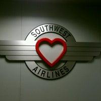 Foto diambil di Dallas Love Field (DAL) oleh Nikki J. pada 10/20/2012