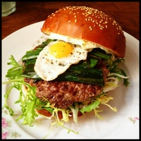 Das Foto wurde bei Dish – Fine Burger Bistro von Petr K. am 3/31/2013 aufgenommen