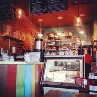 Foto tirada no(a) PLG Coffee House and Tavern por Olivia V. em 9/11/2014