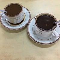 Снимок сделан в Kedai Kopi Tec Le 得利茶餐室 пользователем Leslie C. 4/2/2016