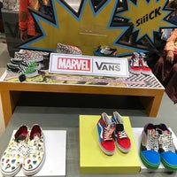 enlace Inquieto consumidor  VANS Store Grand Indonesia - Menteng - 2 tips