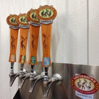 Foto tirada no(a) Southbound Brewing Company por Matt M. em 10/25/2013
