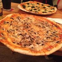 9/22/2013에 Burkie님이 Prégo Pizza에서 찍은 사진