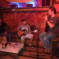 Foto scattata a Surfers Cafe da Mahalia C. il 9/16/2012