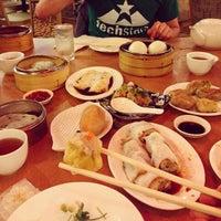 5/3/2013 tarihinde Michael P.ziyaretçi tarafından China Pearl Restaurant'de çekilen fotoğraf