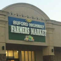 Foto scattata a Buford Highway Farmers Market da Michael P. il 12/30/2012