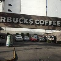 Снимок сделан в Starbucks пользователем Ale H. 12/9/2012