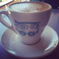 Photo prise au Bird Rock Coffee Roasters par SanDiegoStreetStyle le10/24/2014