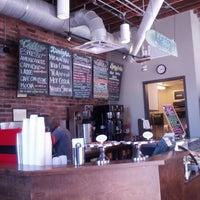 Foto tirada no(a) Coffee, Lunch. por Rob D. em 5/13/2013