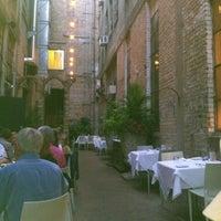 Photo prise au Café & Bar Lurcat par Laura N. le8/25/2012