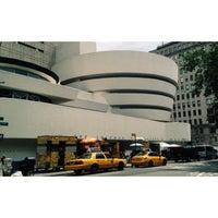 Foto tomada en Solomon R Guggenheim Museum por Michael R. el 6/16/2013