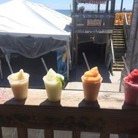 รูปภาพถ่ายที่ Flora-Bama Lounge, Package, and Oyster Bar โดย Flora-Bama Lounge, Package, and Oyster Bar เมื่อ 2/18/2016