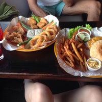 Photo prise au Crave restaurant and lounge par Olga S. le12/6/2015