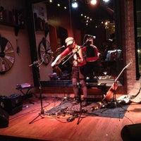 Das Foto wurde bei Jolly's American Beer Bar & Dueling Pianos von Jeffrey G. am 1/30/2013 aufgenommen