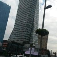 Foto scattata a Mecidiyeköy Meydanı da Ömer E. il 9/21/2014