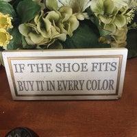 Foto scattata a Dardano's Shoes da Kristal K. il 5/10/2014