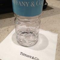 Foto tomada en Tiffany & Co. por Mariana A. el 12/16/2012