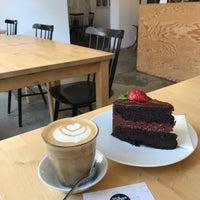 Foto scattata a Mikyna Coffee & Food Point da Kristýna K. il 5/19/2018