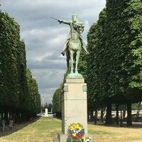 Das Foto wurde bei Simon Bolivar - Equestrian Statues von Isabel H. am 7/27/2016 aufgenommen