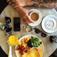 4/27/2014 tarihinde Freddy R.ziyaretçi tarafından Cafe Pick Me Up'de çekilen fotoğraf