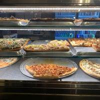Foto tomada en Champion Pizza por Nadyne R. el 10/10/2018