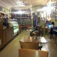 Foto tirada no(a) Bridgeport Coffee Company por Pedro P. em 9/26/2012