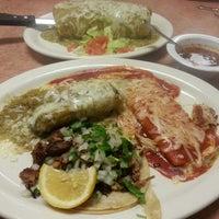 Foto tirada no(a) Genoveva's Fine Mexican Food & Grill por Ernie E. em 1/17/2015