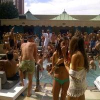 Foto tomada en Azure Luxury Pool (Palazzo) por Edgar A. el 5/26/2013
