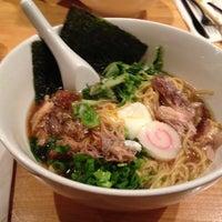 Foto tirada no(a) Momofuku Noodle Bar por The Corcoran Group em 7/19/2013