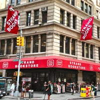 Photo prise au Strand Bookstore par The Corcoran Group le7/18/2013