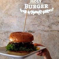 Photo prise au Holy Burger par Holy Burger le9/27/2014