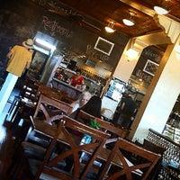 Foto tirada no(a) Ma Rouge Coffee House por deannatm em 11/10/2014