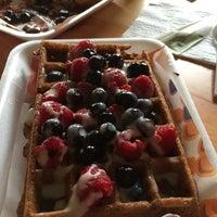 Снимок сделан в W&M Waffles & More пользователем Rosa Ma. A. 11/2/2015