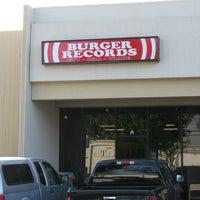 รูปภาพถ่ายที่ Burger Records โดย Burger Records เมื่อ 9/28/2014