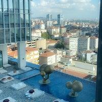Foto tomada en Fairmont Quasar Istanbul por K el 9/5/2020