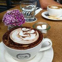 Foto tomada en Acme Bar & Coffee por spunky w. el 4/13/2013