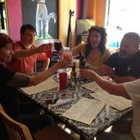 รูปภาพถ่ายที่ White Dog Black Cat Cafe โดย Gina C. เมื่อ 7/26/2013
