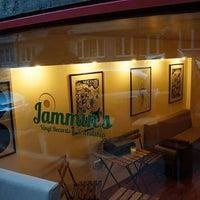 10/30/2014에 Vic V.님이 Jammin's Vinyl Records & Café에서 찍은 사진