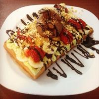 Foto diambil di Renk Waffle oleh Renk Waffle pada 12/15/2014