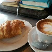 4/13/2013 tarihinde Kamal A.ziyaretçi tarafından The Coffee Bar'de çekilen fotoğraf