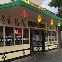 Foto scattata a Queen Sheba Ethopian Restaurant da Chona G. il 11/12/2014