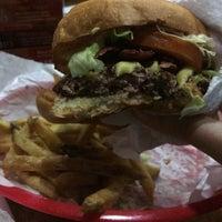 Das Foto wurde bei Pit's Burger von Taynara K. am 6/14/2016 aufgenommen