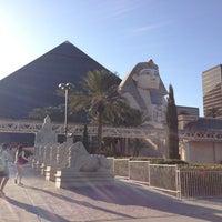 รูปภาพถ่ายที่ Luxor Hotel & Casino โดย Darcie L. เมื่อ 3/5/2013