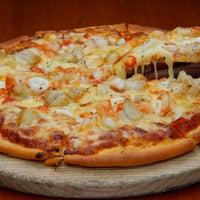 Foto tomada en New York Pizza por New York Pizza el 7/2/2015