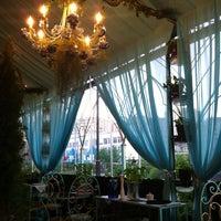 Foto diambil di Chateau de Fleurs oleh Lena K. pada 5/17/2013